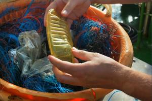 nabu-fishingforlitter-plastikfang